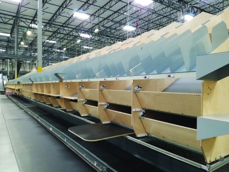 Simple support structure improves warehouse packaging efficiency