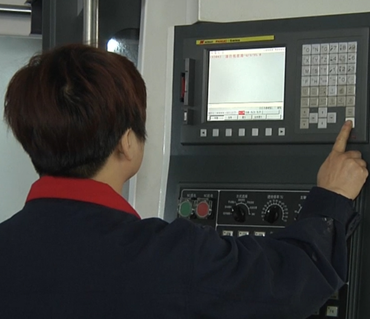 5CNC加工中心371x320